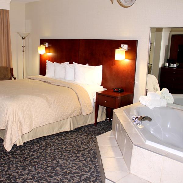 L h tel quality inn de mont laurier chambres spacieuses for Chambre avec bain tourbillon montreal